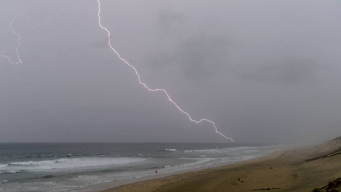 """13 départements toujours en alerte orange """"orages"""" ou """"vent"""", principalement dans le sud-ouest"""