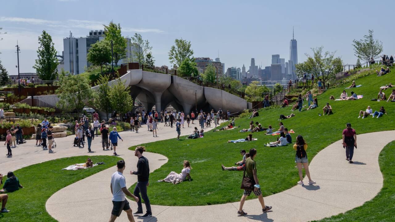 """New York :  """"Little Island"""", le nouveau parc en lévitation sur l'Hudson"""