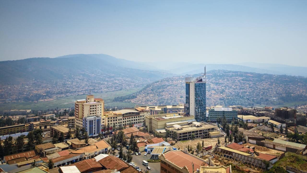 """Génocide Rwanda : Macron """"reconnaît"""" les responsabilités de la France"""