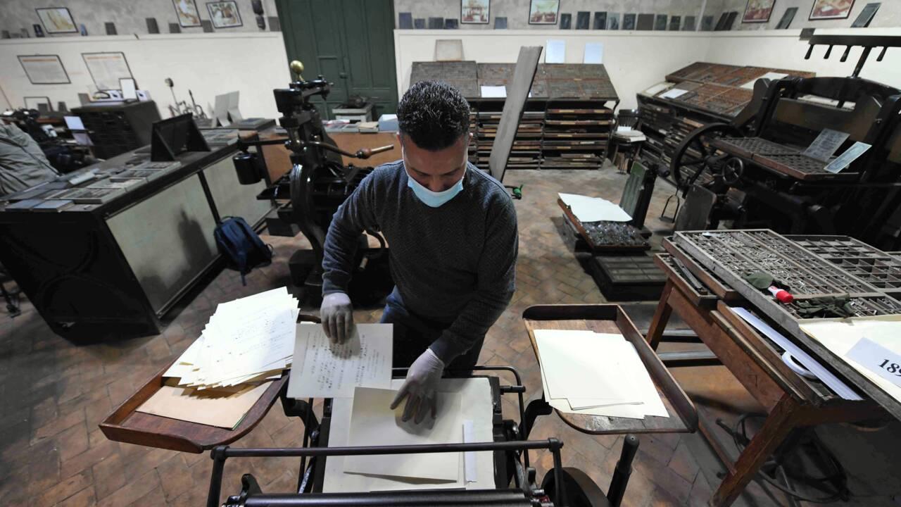 Au Caire, une rare machine à hiéroglyphes centenaire reprend du service