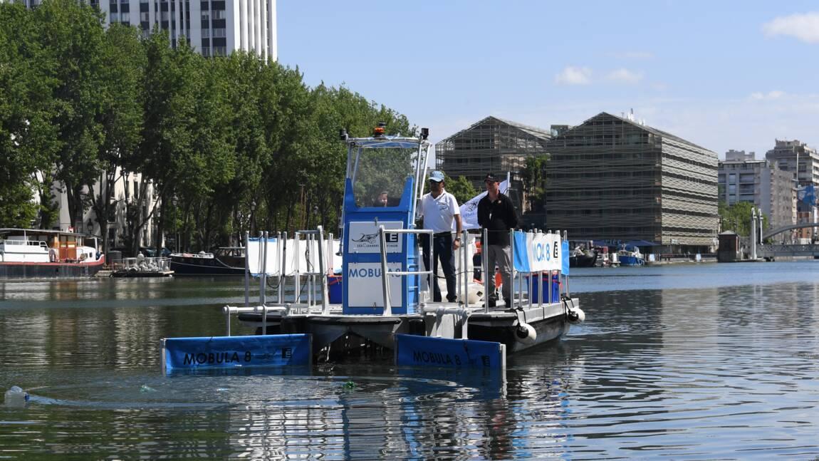 Un bateau de dépollution plastique fluviale présenté à Paris
