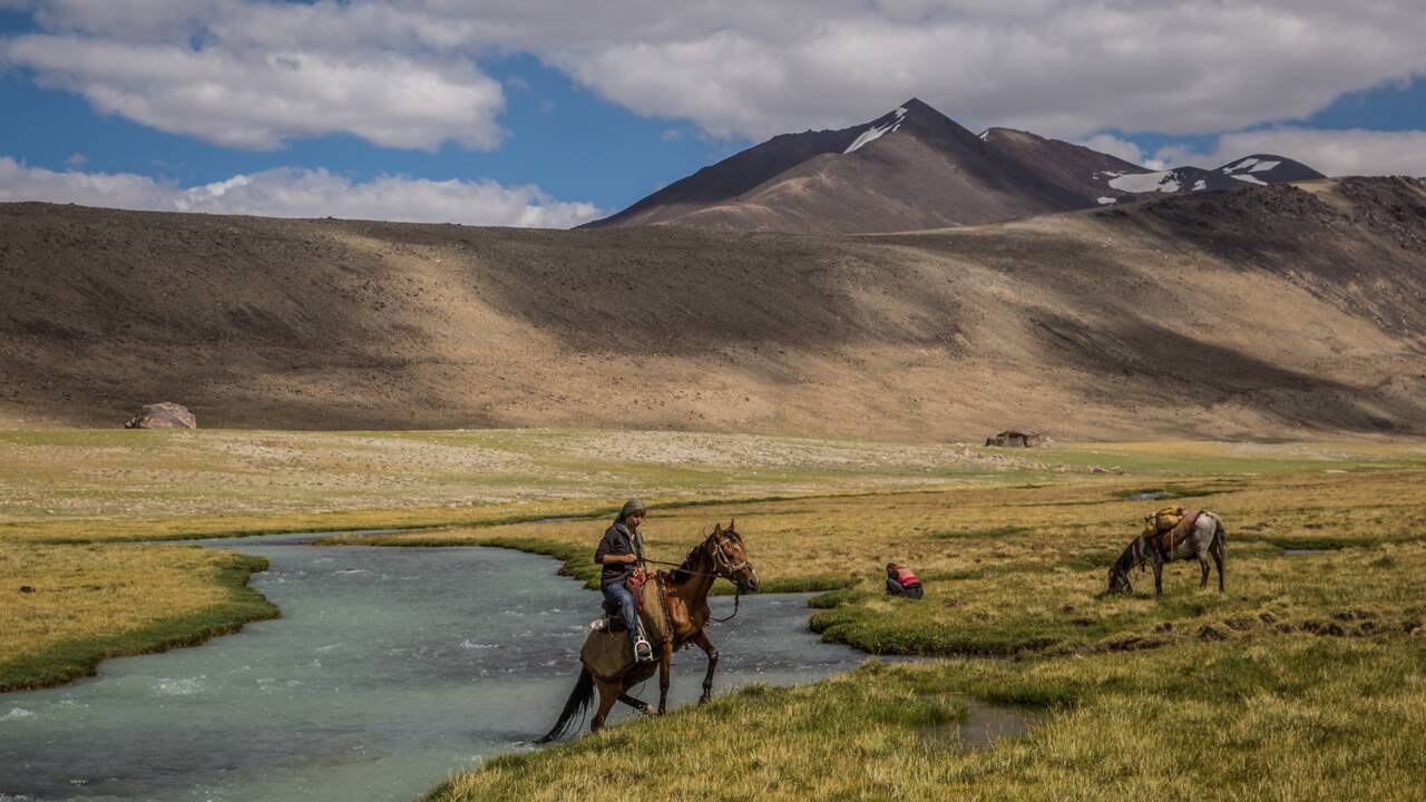 A cheval dans le Pamir : 4000 km en solo à travers l'Asie centrale