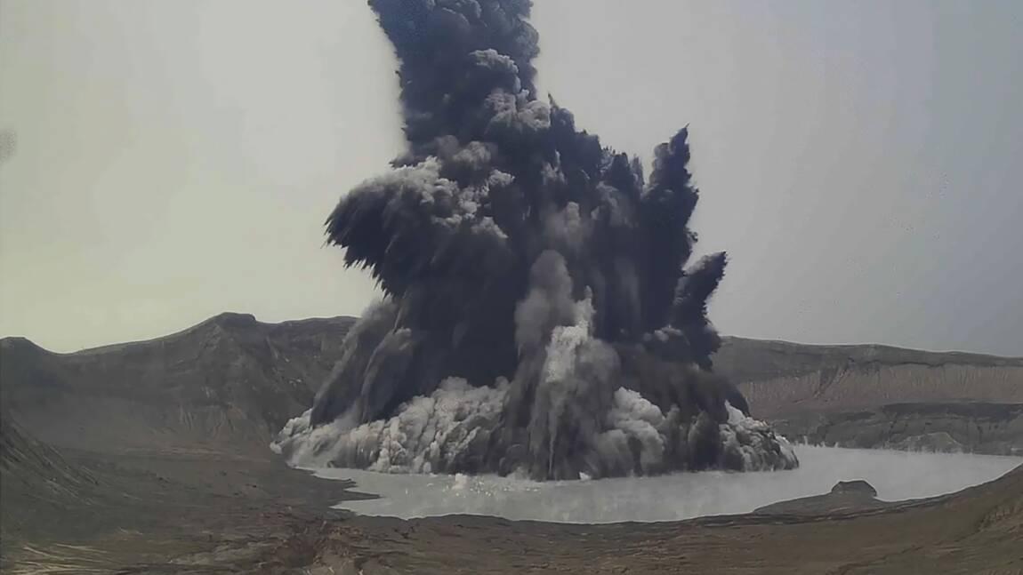 Philippines: un volcan crache un gaz toxique non loin de Manille
