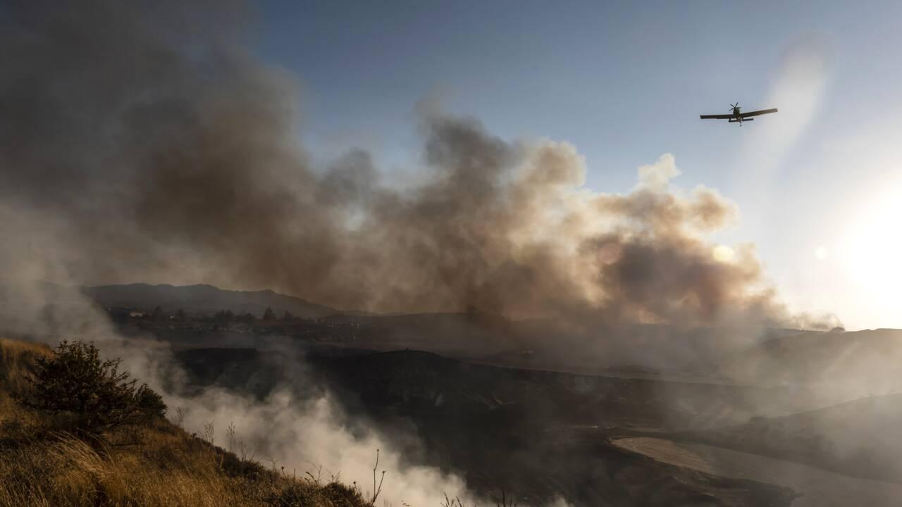 A Chypre, des villageois sous le choc devant leur montagne carbonisée