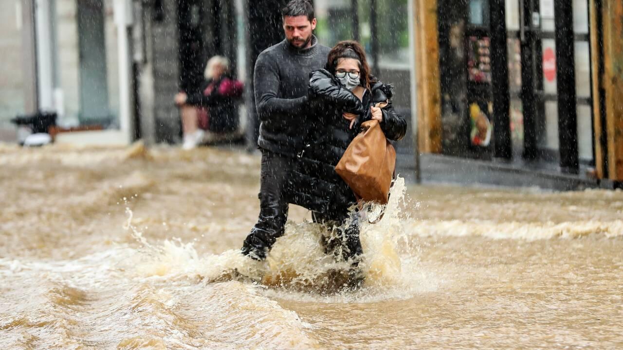 Belgique: la ville de Spa sous l'eau, un corps retrouvé dans la Meuse