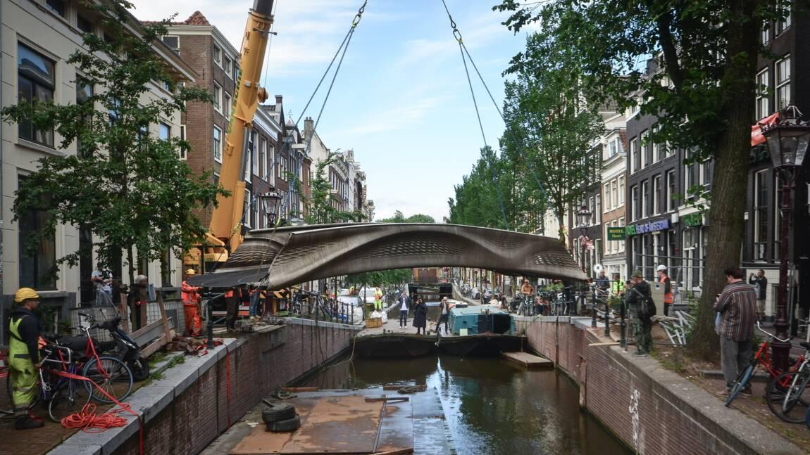 Amsterdam inaugure le premier pont en acier imprimé en 3D