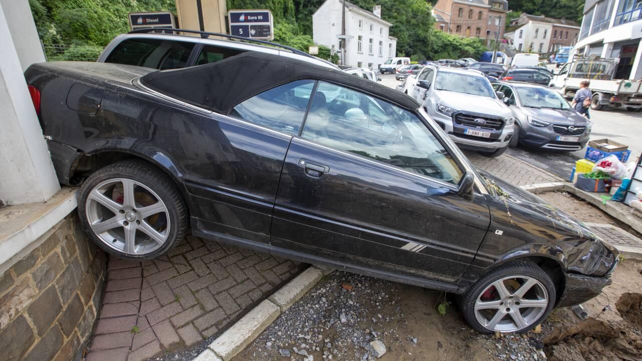Belgique : à Dinant, déblayage et désolation après un torrent de boue