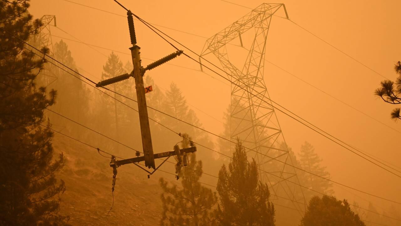 Les pompiers de Californie face à un incendie qui génère son propre climat