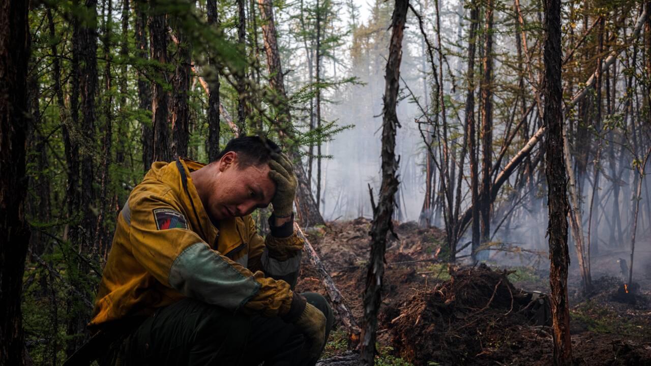 """""""On a besoin de gens"""" : les pompiers russes face aux feux sibériens"""