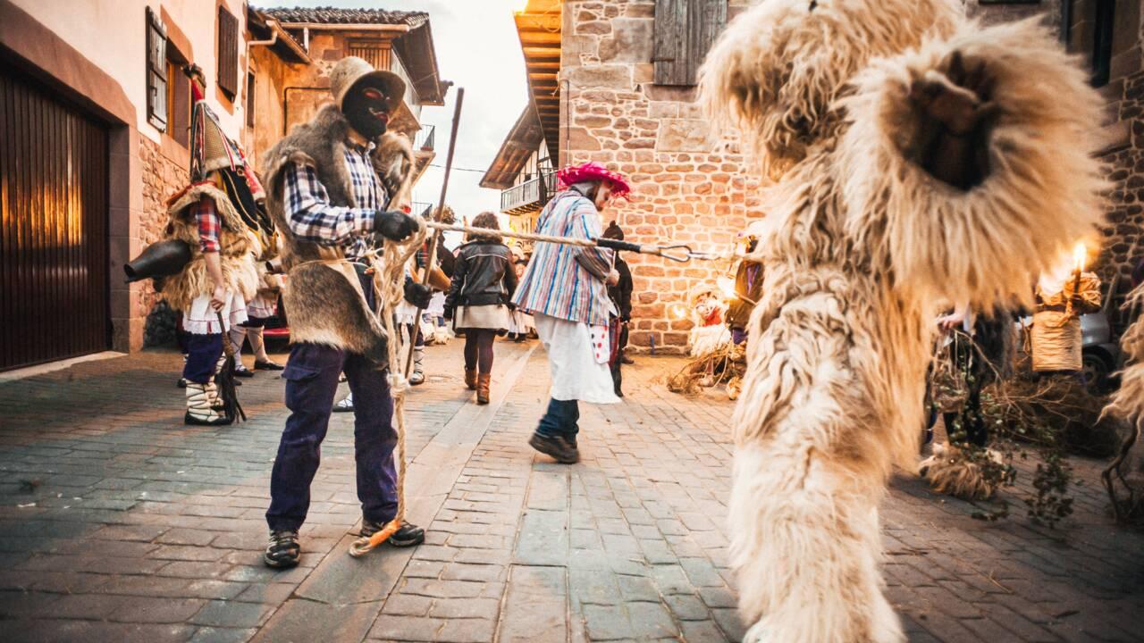 """Carnaval basque : au cœur des villages des hommes-bêtes pendant le """"gizakunde"""""""
