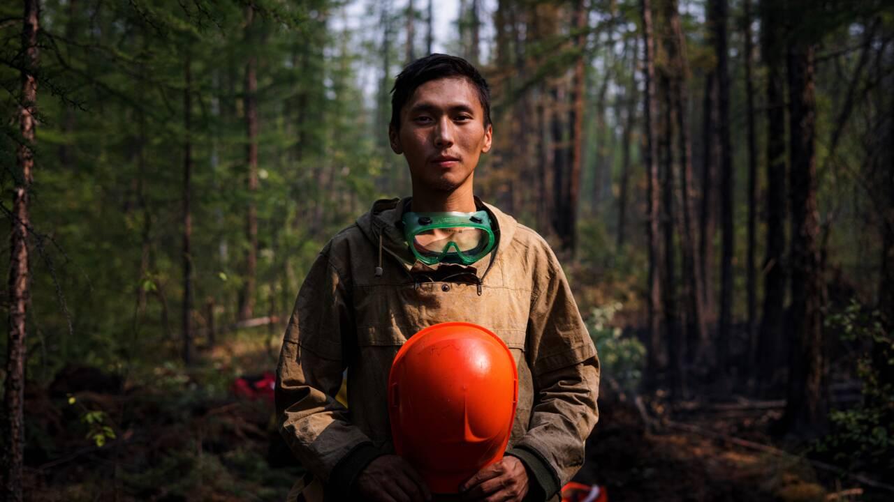 """""""Notre patrie brûle"""": en Sibérie, des bénévoles au front des feux de forêts"""