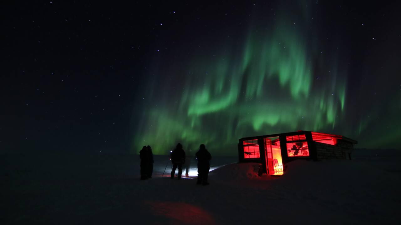Job insolite en Islande : cet hôtel cherche un(e) photographe pour capturer des aurores boréales