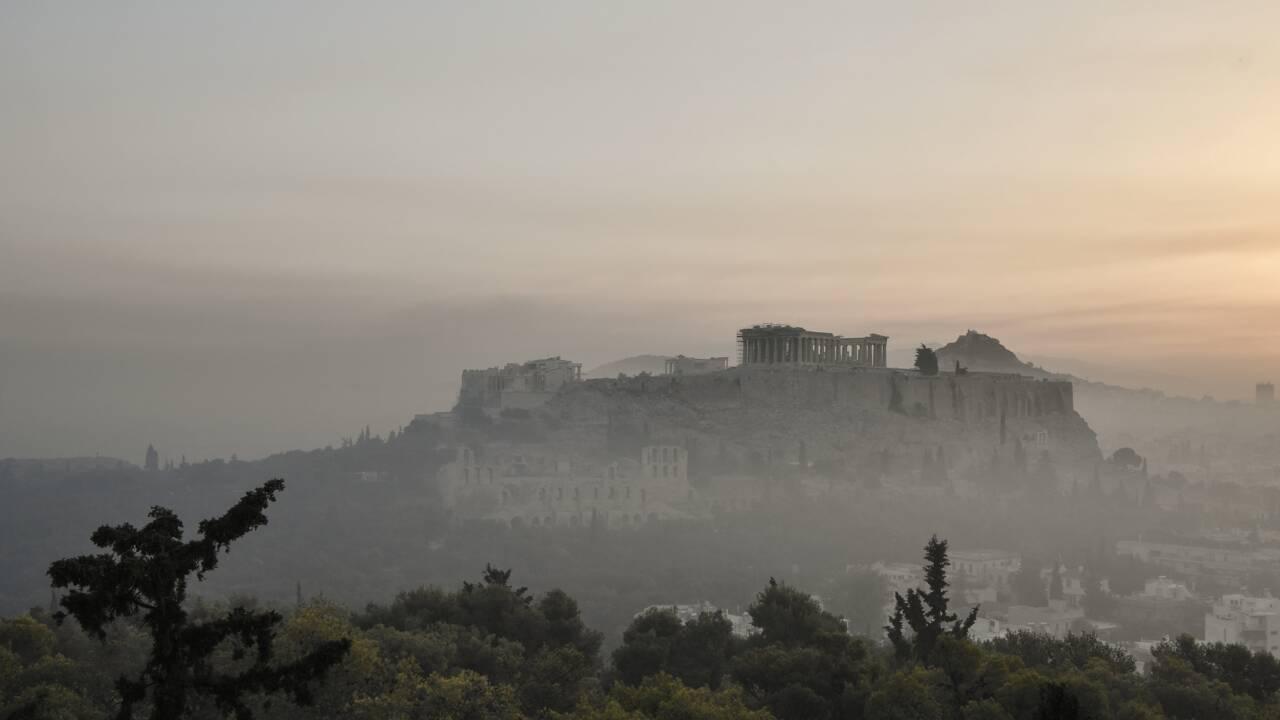 Grèce : un monastère et plusieurs villages entourés par les flammes sur l'île d'Eubée
