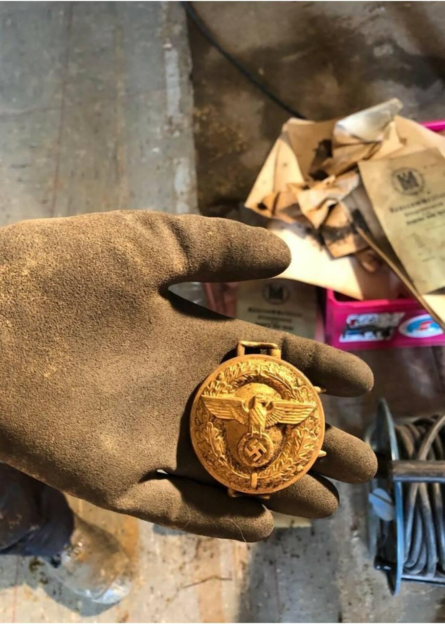 Une cache nazie remplie d'objets retrouvée 76 ans après dans une maison en Allemagne