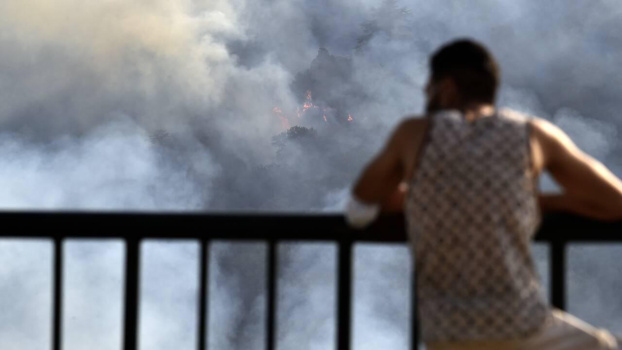 Algérie: la lutte contre les incendies progresse, une population sous le choc