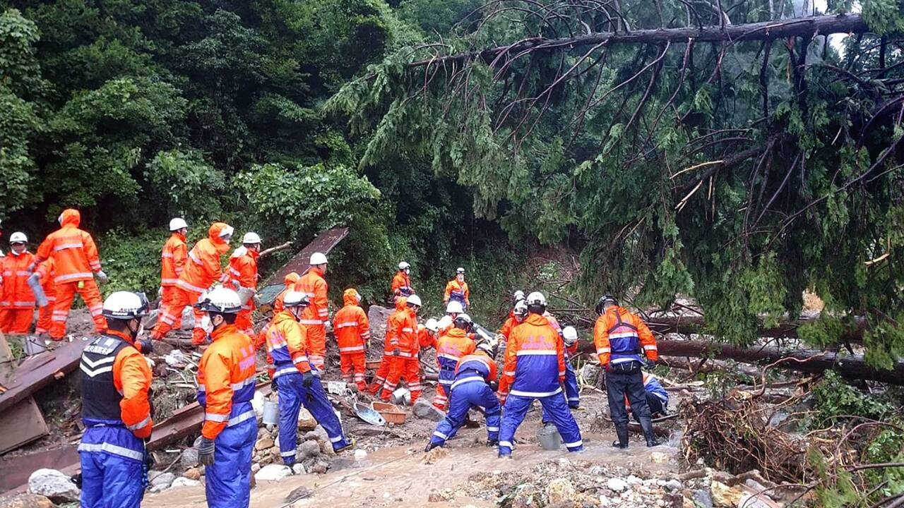 Japon: inondations et glissements de terrain après des pluies torrentielles