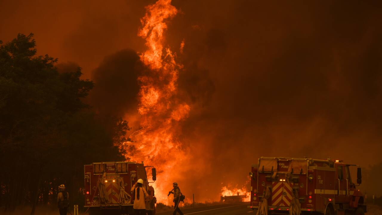 Un nouveau feu de forêt hors de contrôle dans le nord de la Californie