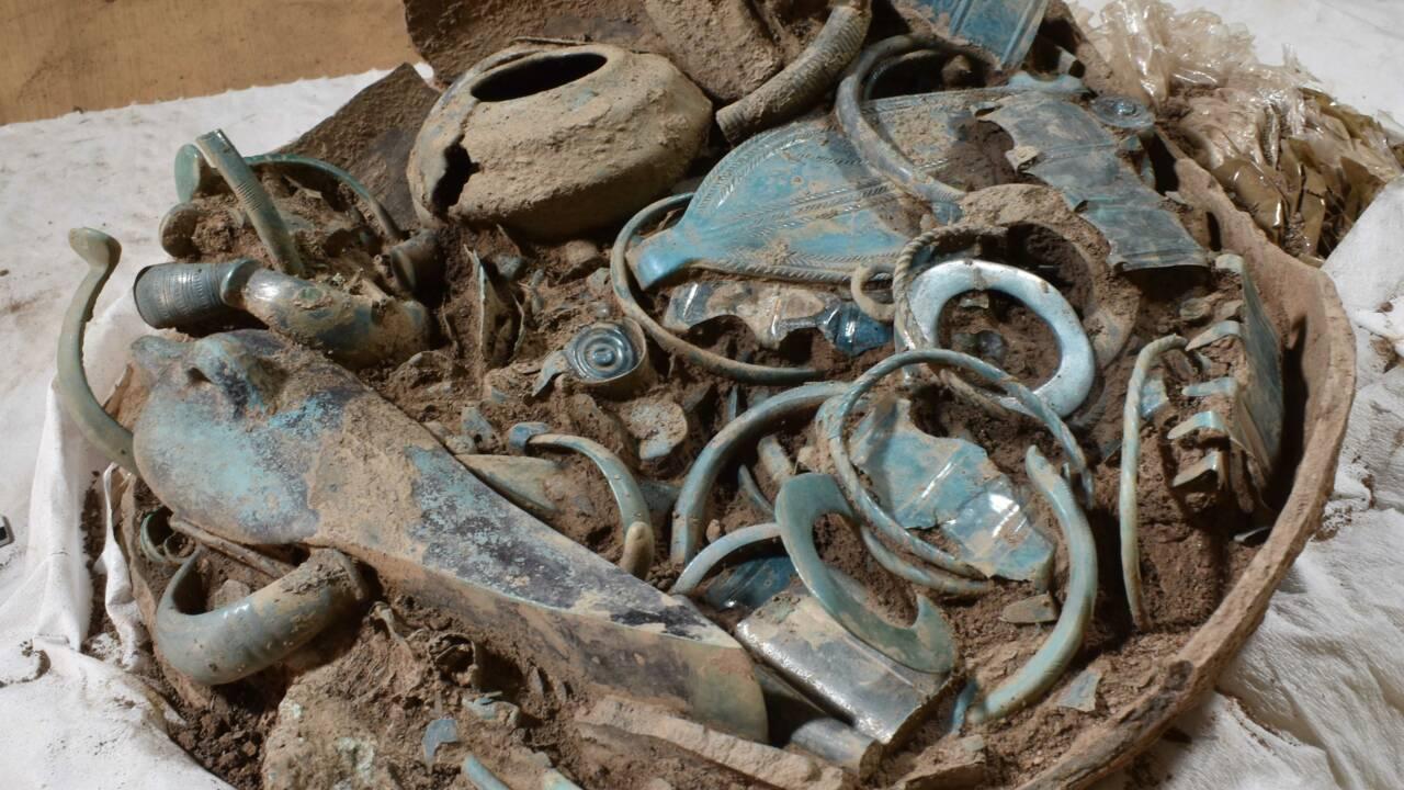 """Découverte """"exceptionnelle"""" d'objets de l'âge du Bronze dans l'Allier"""