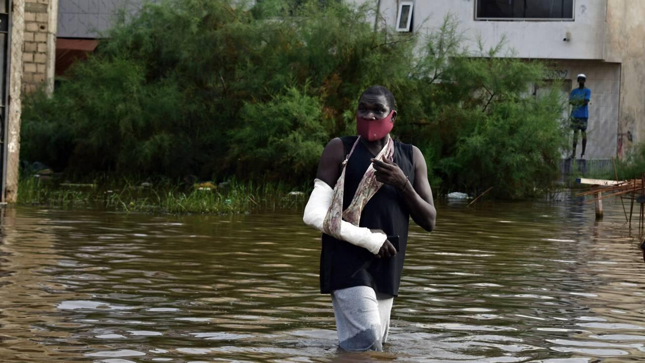 Les pieds dans l'eau, Dakar s'attend au pire