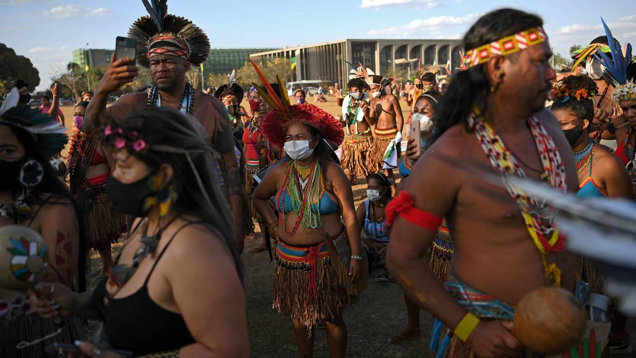 Brésil: des milliers d'indigènes en marche vers la Cour suprême pour leurs terres