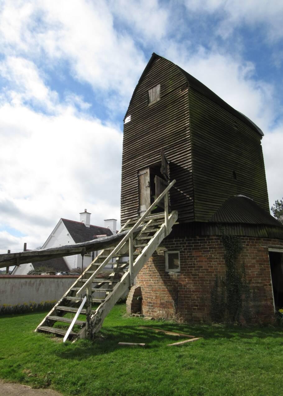 Des graffitis multiséculaires pour éloigner les mauvais esprits révélés dans un moulin anglais
