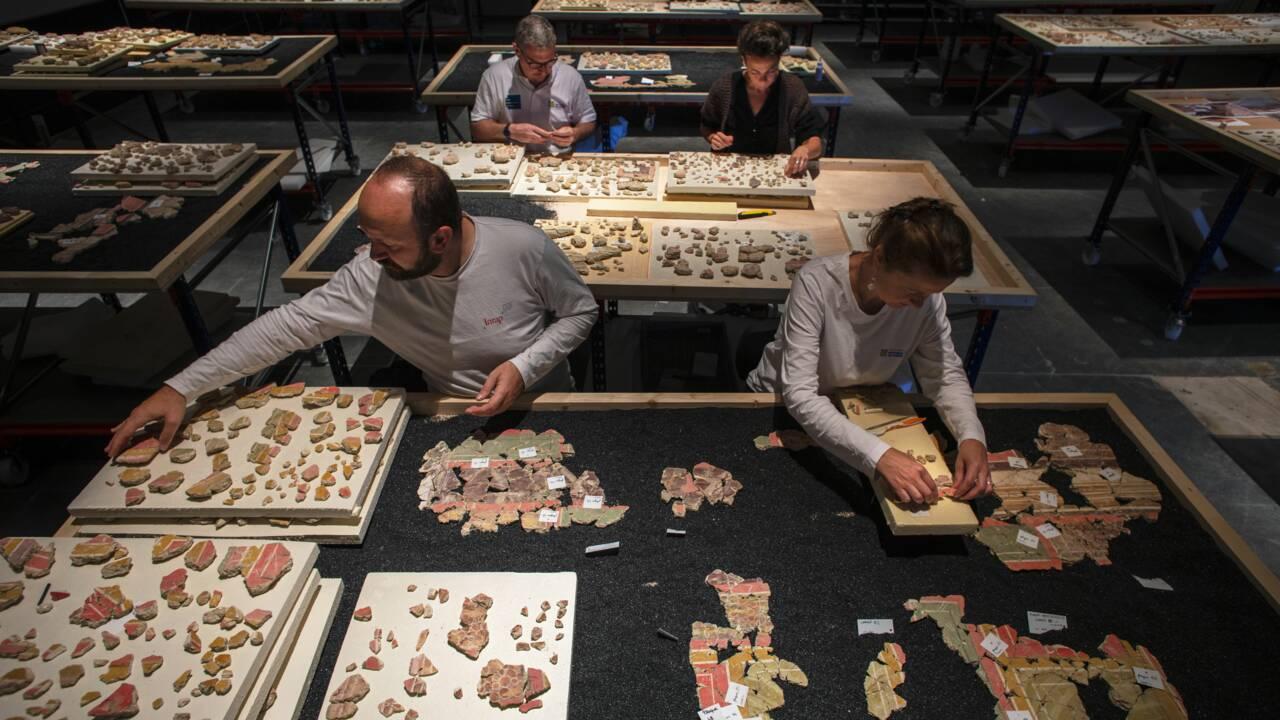 Des spécialistes reconstituent les peintures d'une maison romaine exhumée à Arles