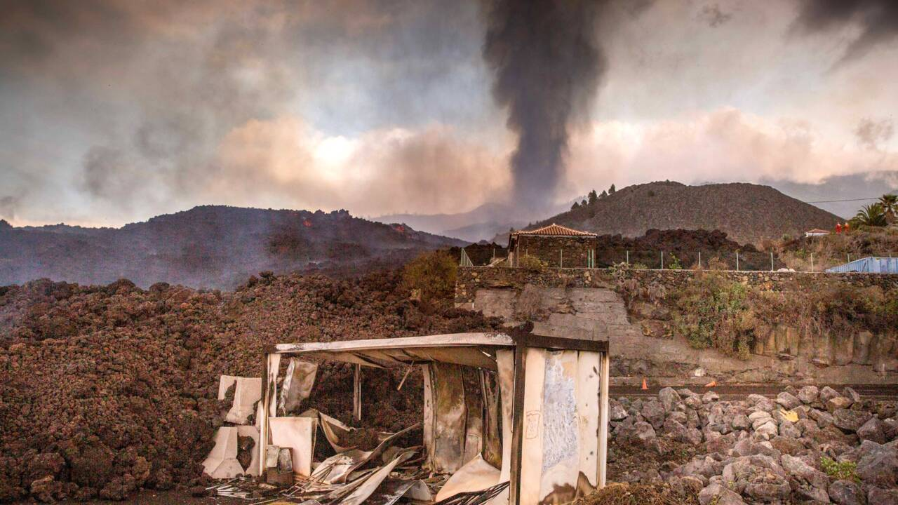 Eruption aux Canaries: une centaine de maisons détruites, 5.500 personnes évacuées
