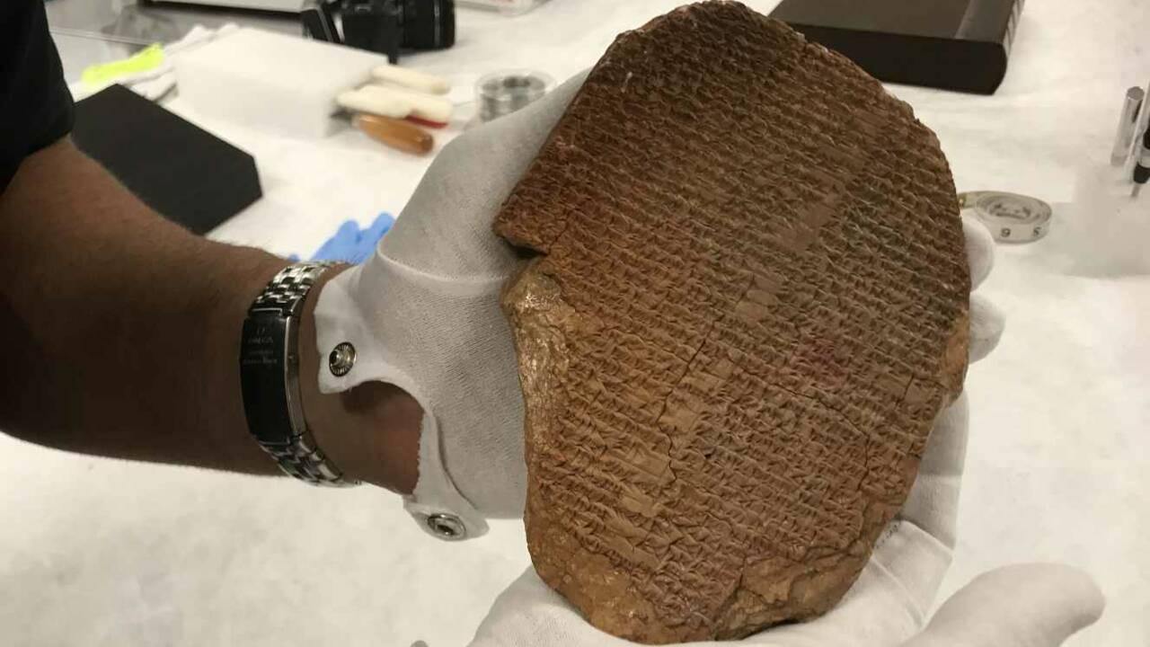 "La ""tablette de Gilgamesh"", joyau mésopotamien, sera rendue à l'Irak jeudi"