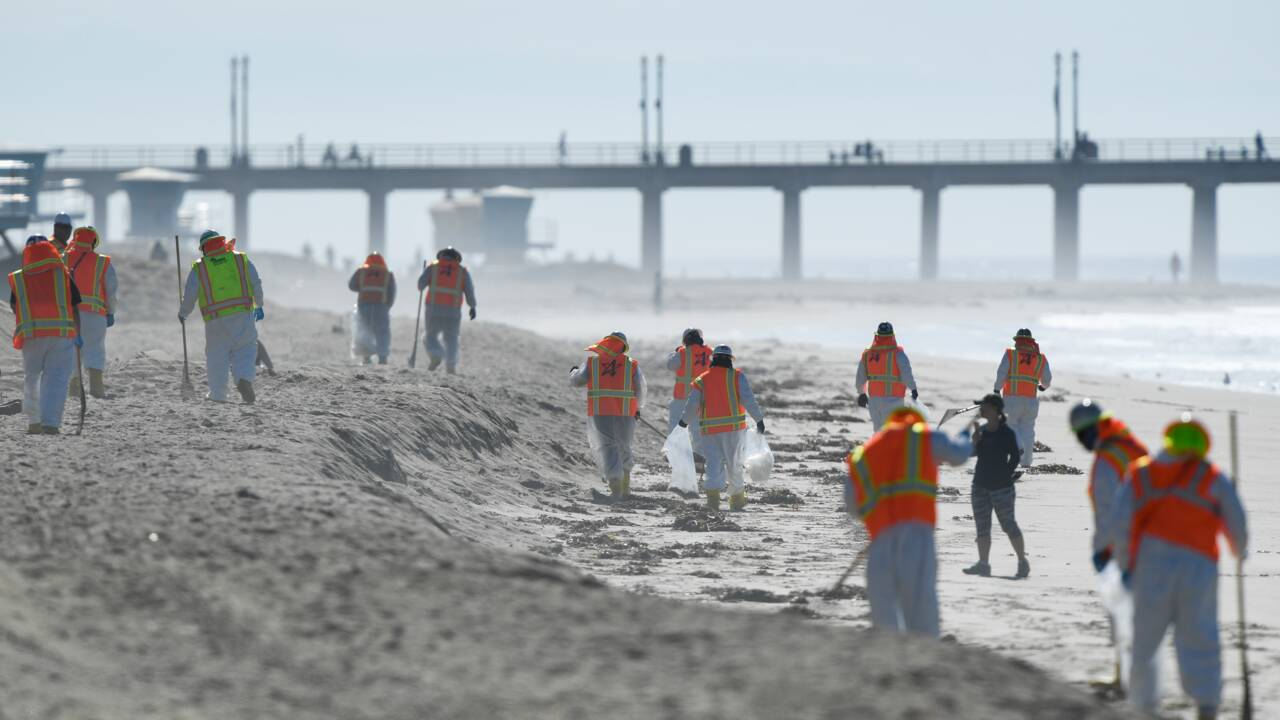 """Marée noire en Californie : après la fuite sur un oléoduc, """"Surf City"""" déserté"""