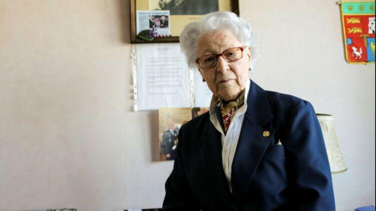 Colette Marin-Catherine, ancienne résistante, chez elle à Caen (Normandie). Photo Guilherme Ringuenet