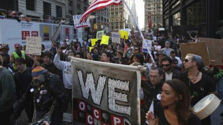 """Début octobre 2011, les """"indignés"""" américains manifestent près de Wall Street. © REUTERS."""