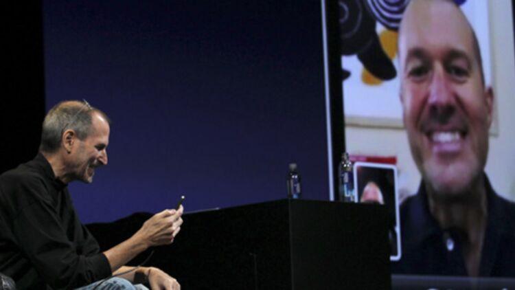 Steve Jobs et Jonathan Ive à la présentation de l'iPhone 4, le 7 juin 2010 à San Francisco. © REUTERS.