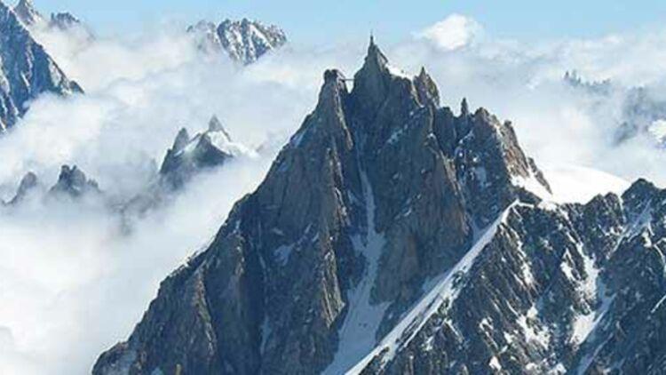 L'aiguille du Midi, près de laquelle les alpinistes sont bloqués. © Wikipédia.