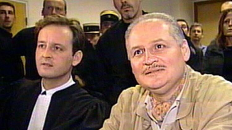 """Illich Ramírez Sánchez, dit """"Carlos"""", et son avocat, lors d'un de ses procès à Paris, en 2000. © REUTERS."""