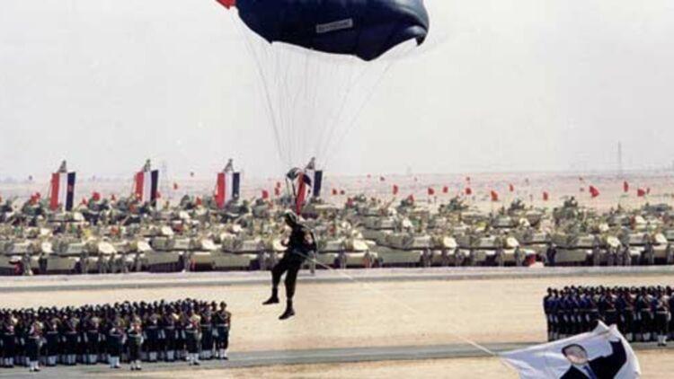Une parade de l'Armée égyptienne, organisée en 1998 dans le désert de l'Est du pays. © REUTERS.