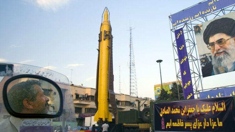 Un missile de fabrication iranienne Ghadr-F exposé en septembre 2011. © REUTERS.