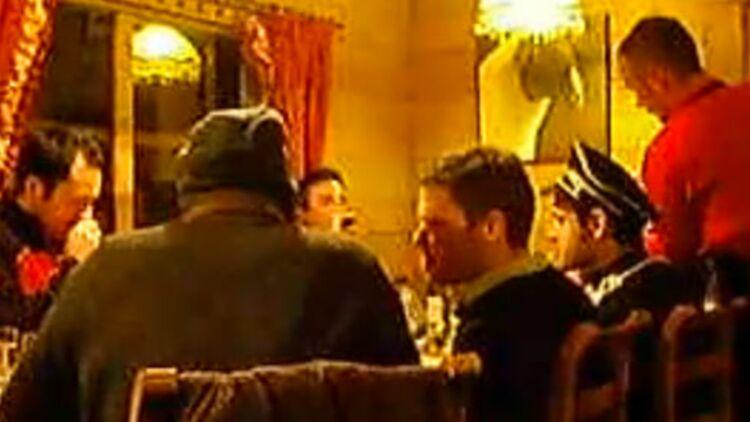 Le député anglais Aidan Burley, au centre, à Val-Thorens, avec son ami déguisé en officier SS. © Dailymail.