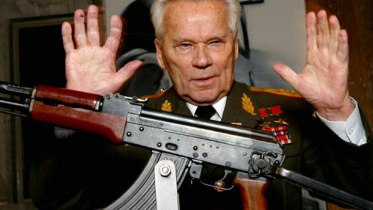 Le général russe Mikhaïl Kalachnikov, inventeur de l'arme la plus vendue dans le monde : 100 millions d'unités. © REUTERS.