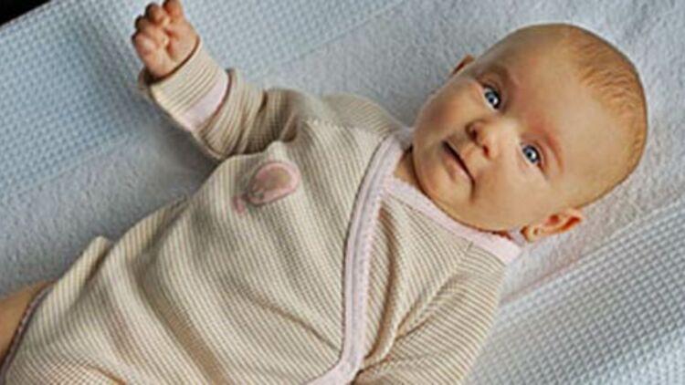 Bébé sur une table à langer, via Stephane Raymond sur FlickR