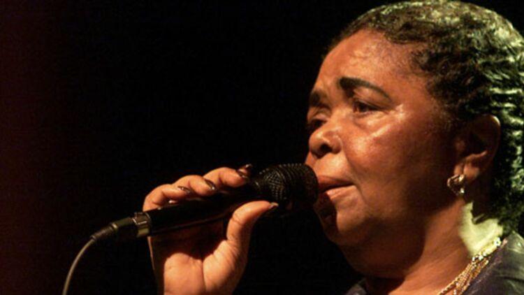 Cesaria Évora en concert à Bucarest, 2004 © REUTERS