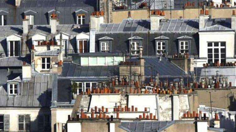 Les toits de Paris regorgent de chambres de bonne, souvent louées à prix d'or. © REUTERS.