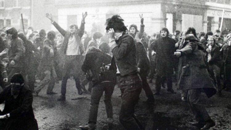 En 1972, une manifestation d'étudiants catholiques tourne à l'émeute. ® Gilles Peress.
