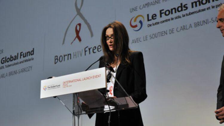 Carla Bruni-Sarkozy, et, à sa droite, le président du Fonds mondial de lutte contre le SIDA Michel Kazatchkine © REUTERS