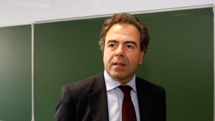 Luc Chatel a annoncé que certains collèges et lycées pourraient recruter leur enseignants dans toute la France à partir de la rentrée 2012. © REUTERS.
