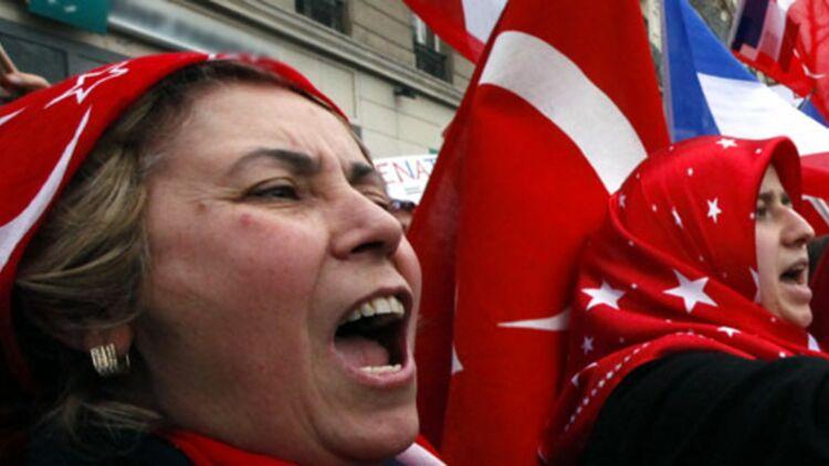 La validation du texte condamnant la négation du génocide arménien par le Sénat a ravivé la colère des Franco-turcs, qui ont manifesté lundi 23 janvier. © REUTERS.