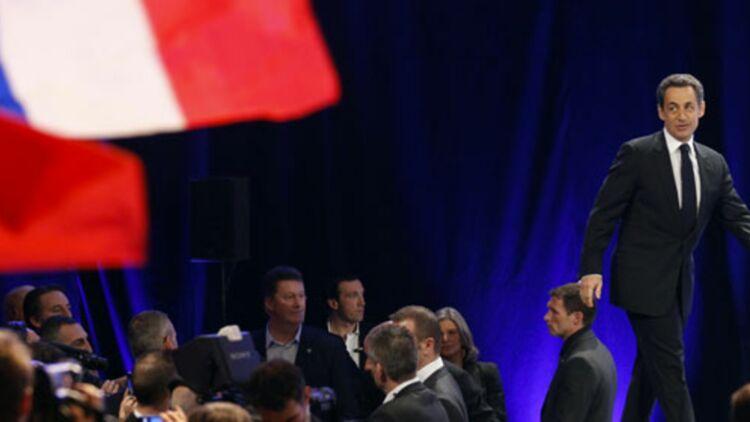 Nicolas Sarkozy monte sur scène pour son premier grand meeting de campagne, le 19 février 2012 à Marseille. © REUTERS.