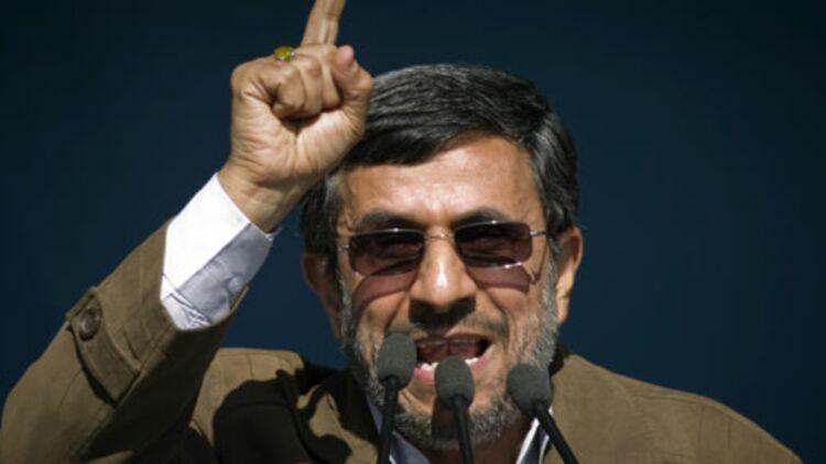 """M. Ahmadinejad a affirmé que l'Iran allait inaugurer dans les prochains jours """"plusieurs projets nucléaires importants"""". © REUTERS."""