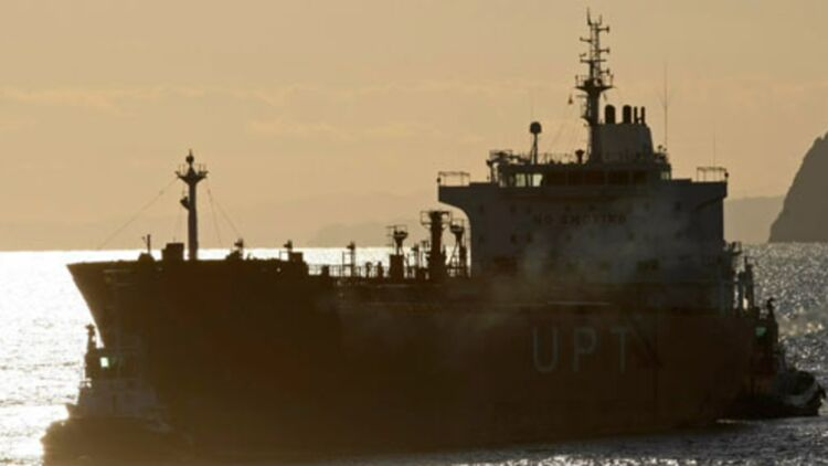Un pétrolier au large de l'Espagne le 15 février 2012. © REUTERS.