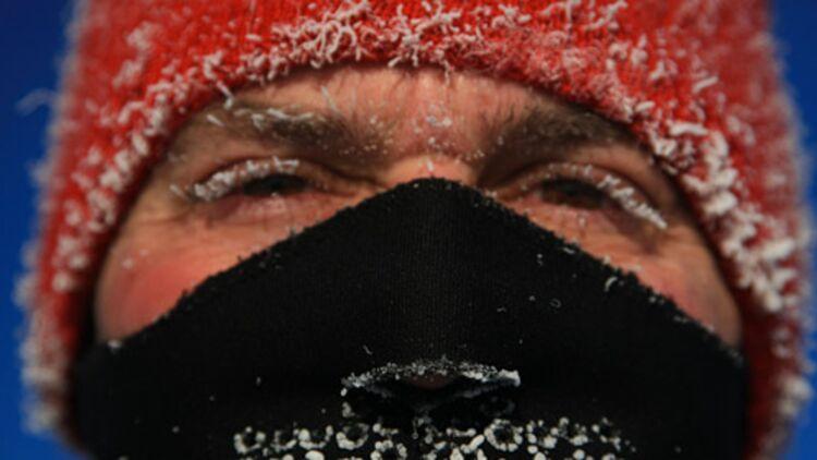 Pour ne pas souffrir du froid, il faut prendre garde à protéger ses extrémités. © REUTERS.