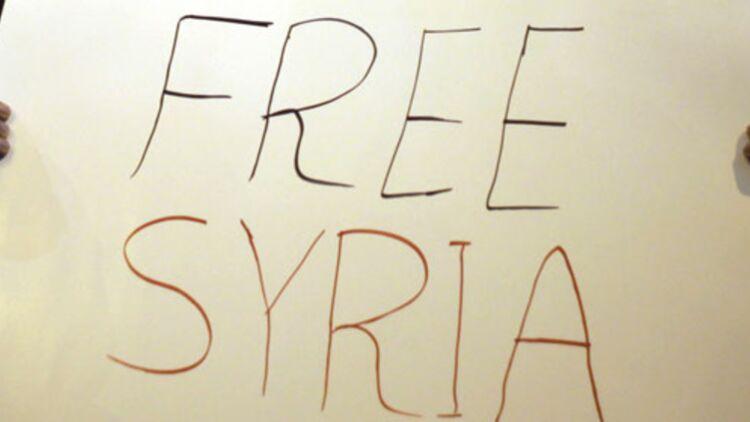 """Une pancarte """"Free Syria"""" marque le soutien des Palestiniens manifestant à Jérusalem contre le régime de Bachar al-Assad, le 5 février 2012. © REUTERS."""